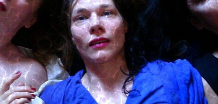 """Theater: Eine Gefangene """"Kassandra"""" in Athen"""