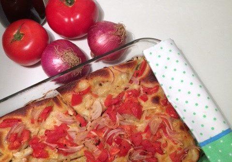 Ladenia: Eine Art vegetarischer Pizza aus Kimolos