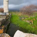 Stehendes Wasser im Bereich des großen Tempels (Dipteros II) im Heraion von Samos, Frühjahr 2013.