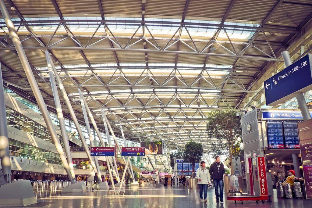 airport-2085261_1280