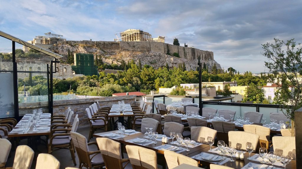 table-setting-in-front-of-the-acropolis-of-athens-during-daylight-1024x576