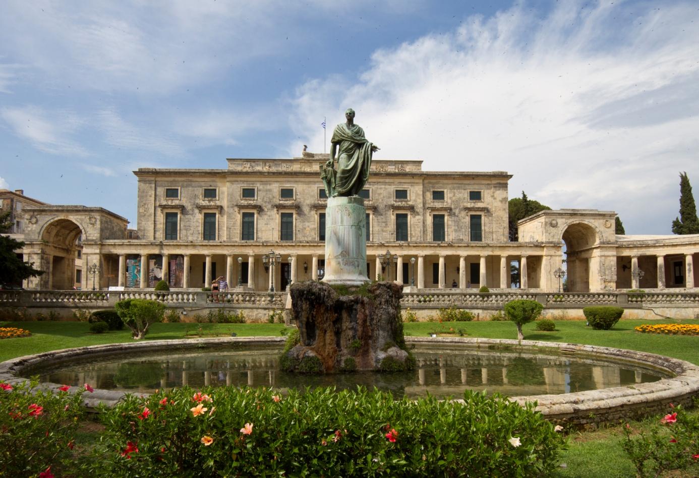 Die Fassade des Palastes von St. Michael und St. Georg in Korfu