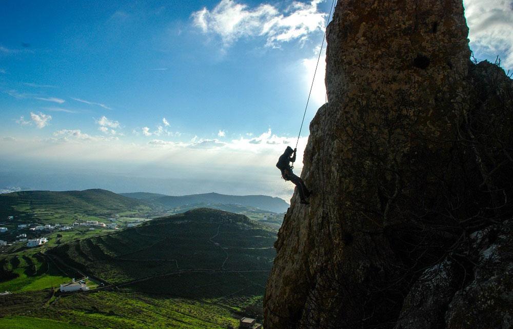 20-cliff-climbing-tinos