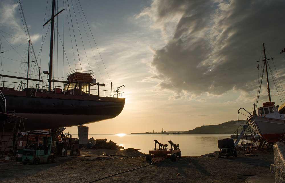 Die Werft von Syros ist einer der lebendigsten Teile der Insel.