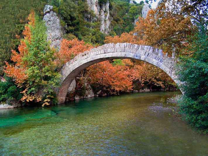 Epirus, Aristi, Herrenhaus, Dorf, Griechenland, Ioannina, Zagorochoria,Unterkunft, Arhontiko, Brücke, steinbrecke