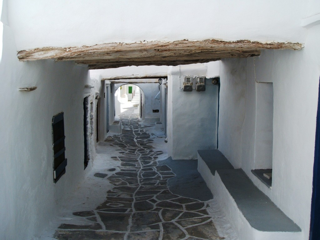 16 Sifnos Kastro alley