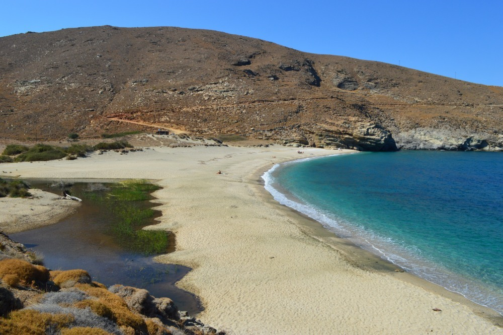 Achla Strand, ein Feuchtgebiet. Foto Andros Routes.