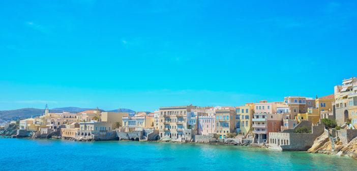 Syros: Neoklassizistische Eleganz auf einer pulsierenden Kykladeninsel